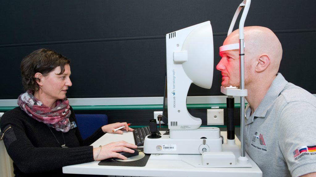 Untersuchung der Augen des Astronauten Gerst