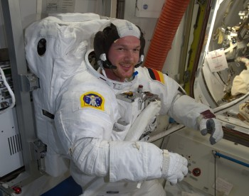 Alexander Gerst tests spacesuit. Credits: ESA/NASA