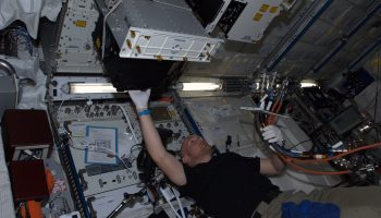 Installing FASES. Credits: ESA/NASA