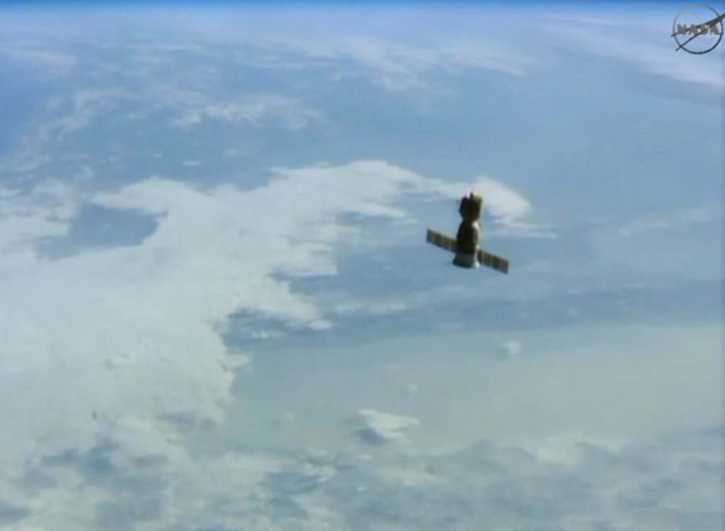 Soyuz TMA-13M over Earth. Credits: NASA