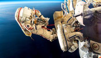 Sergei and Oleg spacewalk. Credits: ESA/NASA