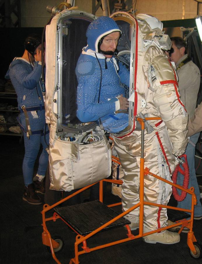 space suit bending - photo #40