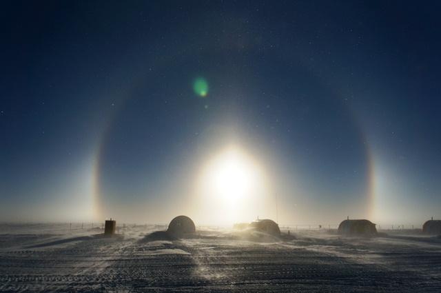 Halo around the Concordia station in Antarctica. (M. Brogioni)