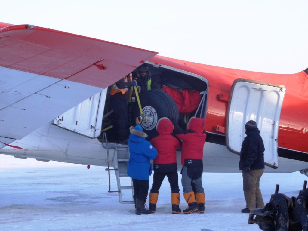 Unloading essential flight spares brought from Inuvik to Resolute in the DC3. (courtesy M. Drinkwater–ESA)