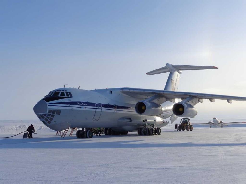 Ilyushin (new) meets DC3 (old) at Station Nord. (Mark Drinkwater–ESA)