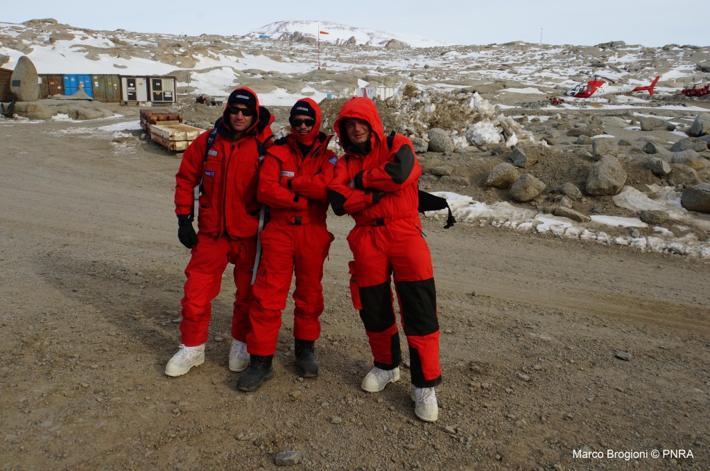 Waiting at the Mario Zucchelli Station to fly to Dome-C: Fabiano, Stefano & Marco. (Credits DOMEX team)