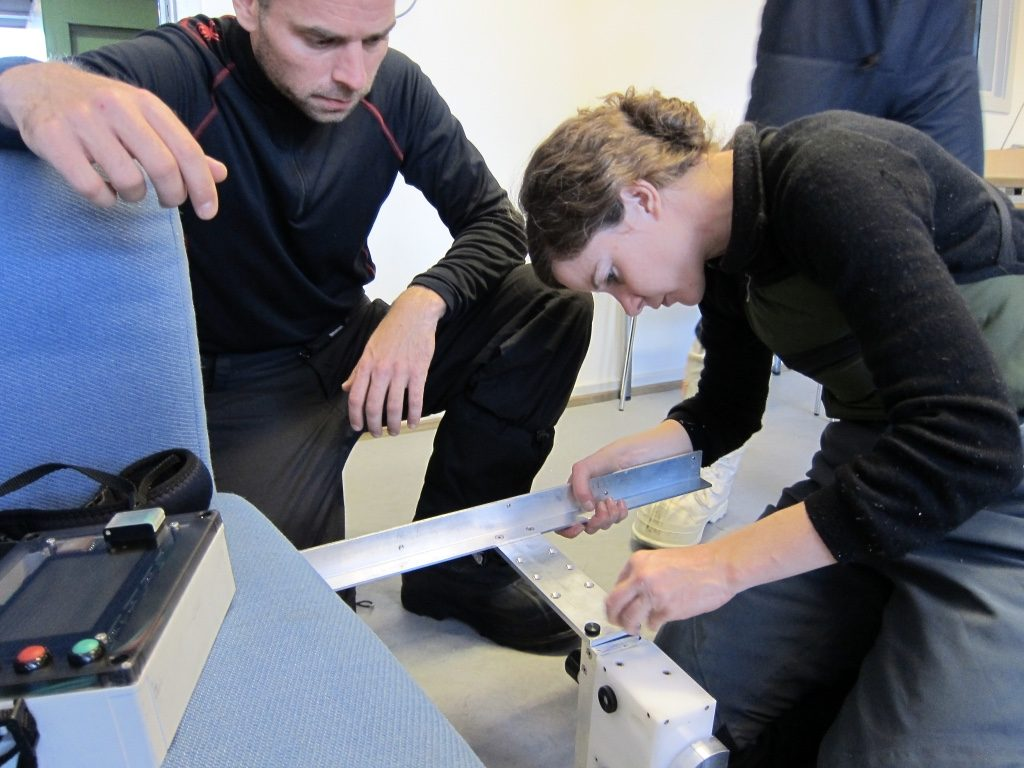 Anna Hogg assembling the SnowMicroPen instrument with Dutch journalist Sander Koenen helping. (ESA)