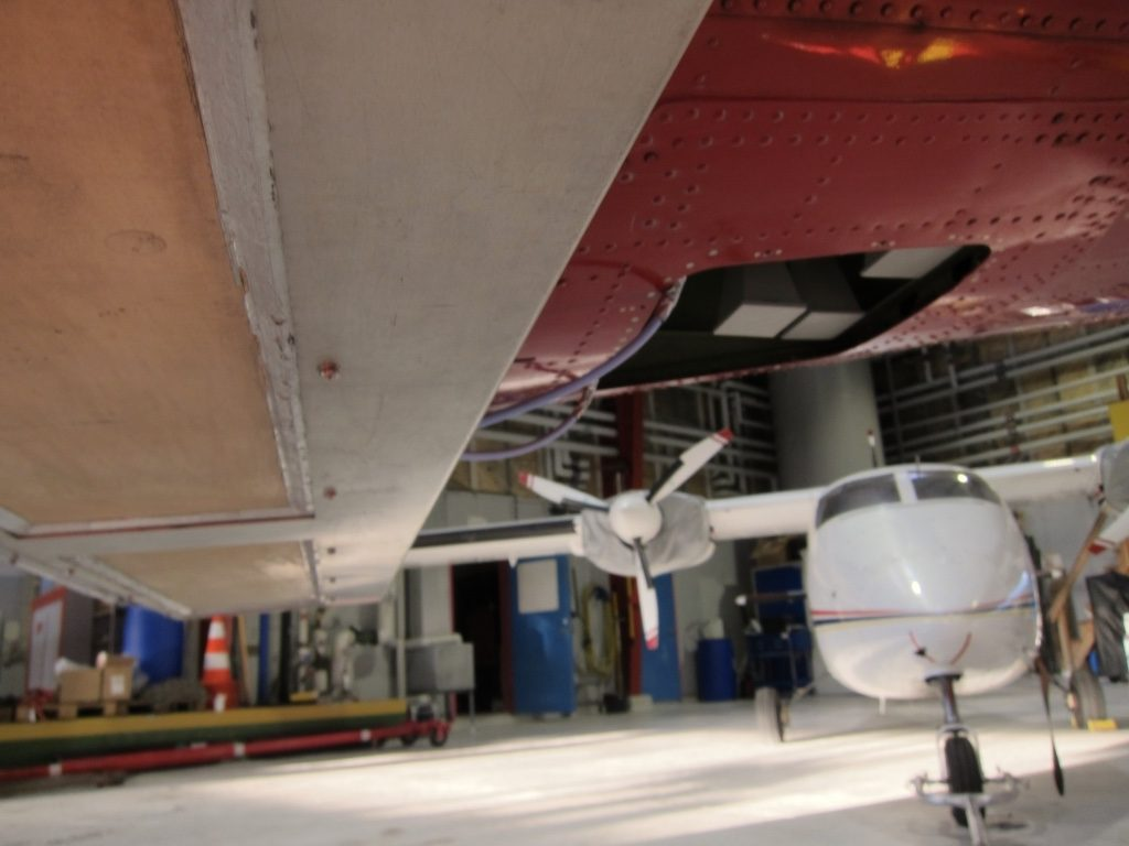 A look under the belly of the Norlandair Twin Otter. (ESA)