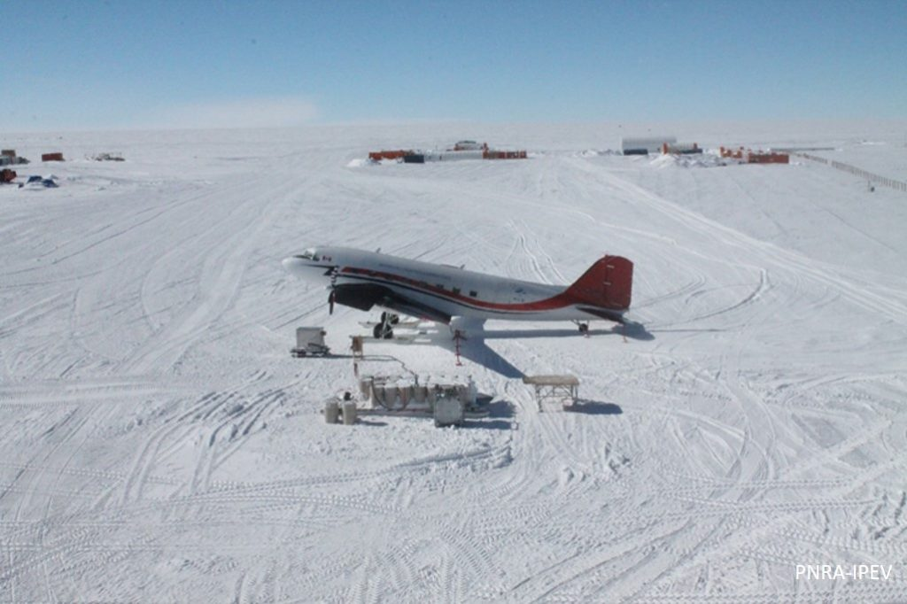 DC3 Basler just landed in front of the summer camp. (PNRA-IPEV)