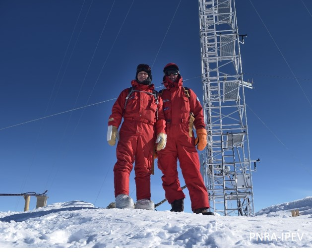 Vito Stanzione (left) and me before working on the DOMEX radiometer. (PNRA-IPEV)