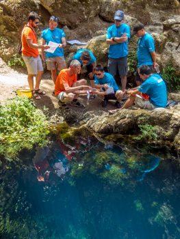 Jo de Waele teaching the cavenauts. Credits: ESA–S. Sechi