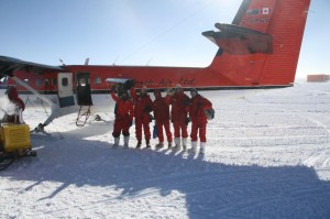 Italian wintercrew leave Concordia.