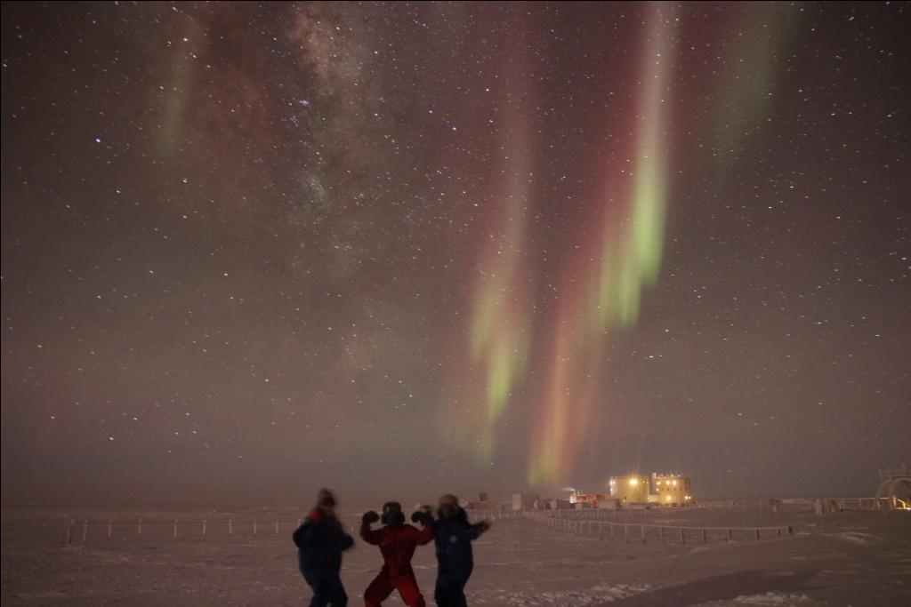 Amazing Aurora. Credits: IPEV/PNRA-Yann