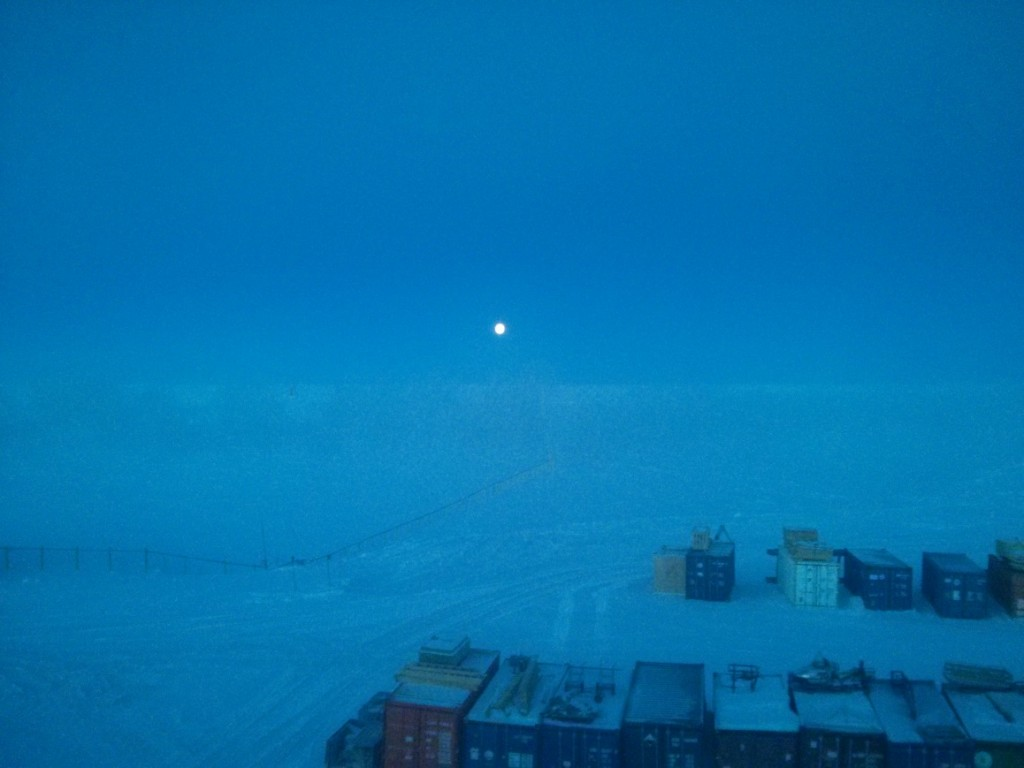 Moon over Concordia base. Credits: ESA/IPEV/PNRA-A. Golemis