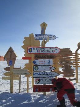 Placing the signs. Credits: ESA/IPEV/ENEA-A. Golemis