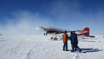 Landing of the Bassler. ESA/IPEV/ENEA-A. Golemis
