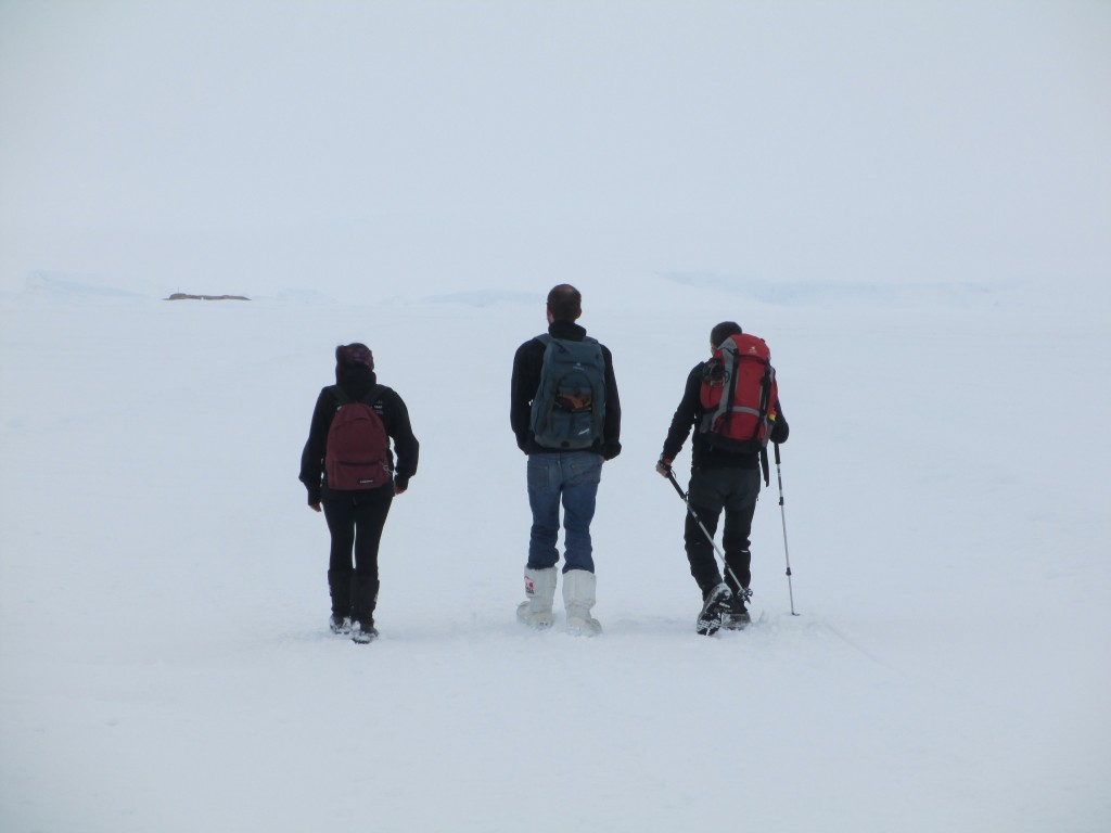 Marching to Cap Prud'Homme on the frozen sea. Credits: ESA/IPEV/PNRA-A. Golemis