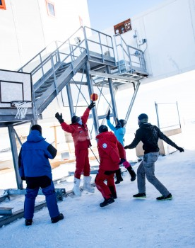 It is never too cold for basketball. Credits: ESA/IPEV/PNRA-B. Healey