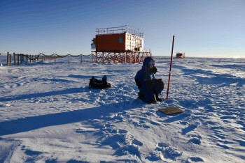 Collecting snow samples. Credits: ESA/IPEV/PNRA-B. Healey
