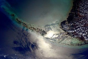 Samantha Cristoforetti, Futura mission: The #Florida Keys kissed by the sun glint... Credits: ESA/NASA