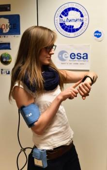 Monitoring blood pressure. Credits: ESA/IPEV/PNRA-B. Healey
