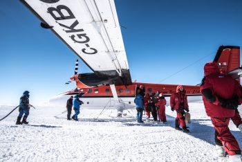 Arrival of airplane crew at Concordia station. Credits: ESA/IPEV/PNRA
