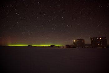 Sometimes the auroras would light up the horizon like a sunrise. Credits: ESA/IPEV/PNRA–B. Healey