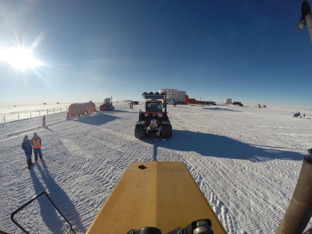 The traverse back at Concordia. Credits: ESA/IPEV/PNRA–B. Healey