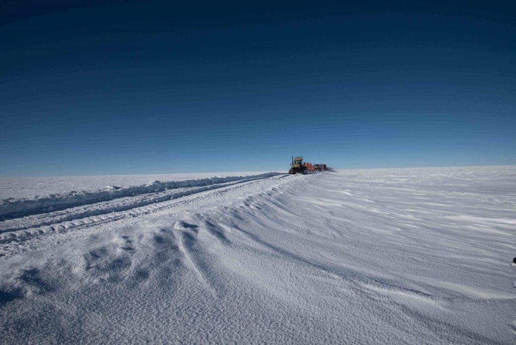 Tractors of the traverse.Credits: ESA/IPEV/PNRA–B. Healey