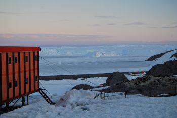 Dumont D'Urville base at midnight. Credits: ESA/IPEV/PNRA–D. Schmitt