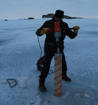 Sea ice coring. Credits: ESA/IPEV/PNRA–D. Schmitt