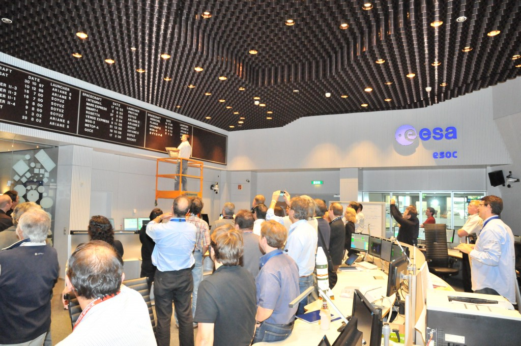 Adding Metop-B to the launch wall in ESOC's Main Control Room, 20 September 2012. Credit: ESA