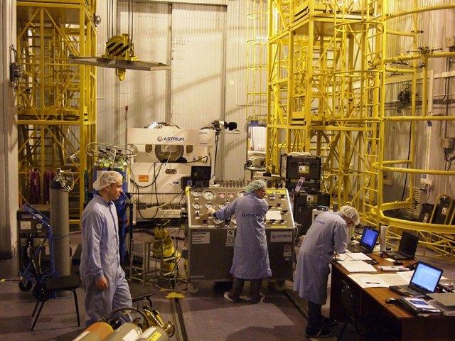 Preparing to fuel (ESA/C. Wildner)