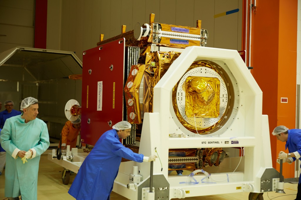 Removing Sentinel-1A from the shipment container. (ESA–M. Shafiq)