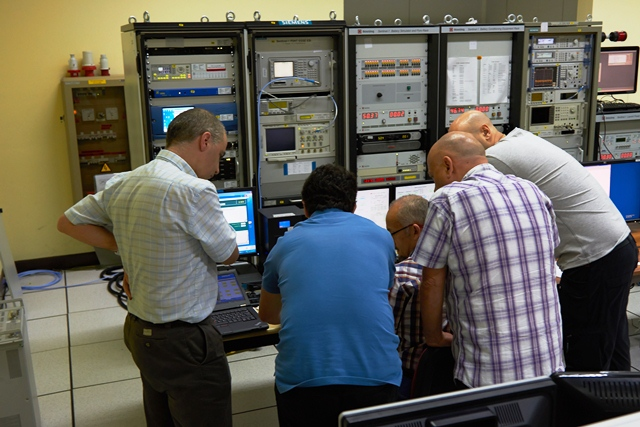 Heads together for testing. (ESA–B. v/d Elst)