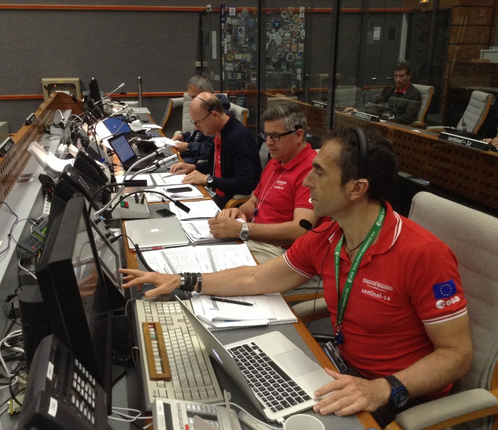 Ramón Torres and team members in the Jupiter Control Room, Kourou, French Guiana. (ESA)