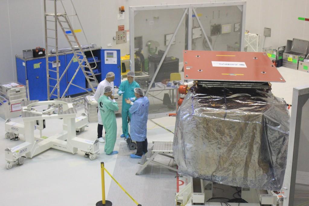 Discussing pressure test (ESA/C. Wildner)