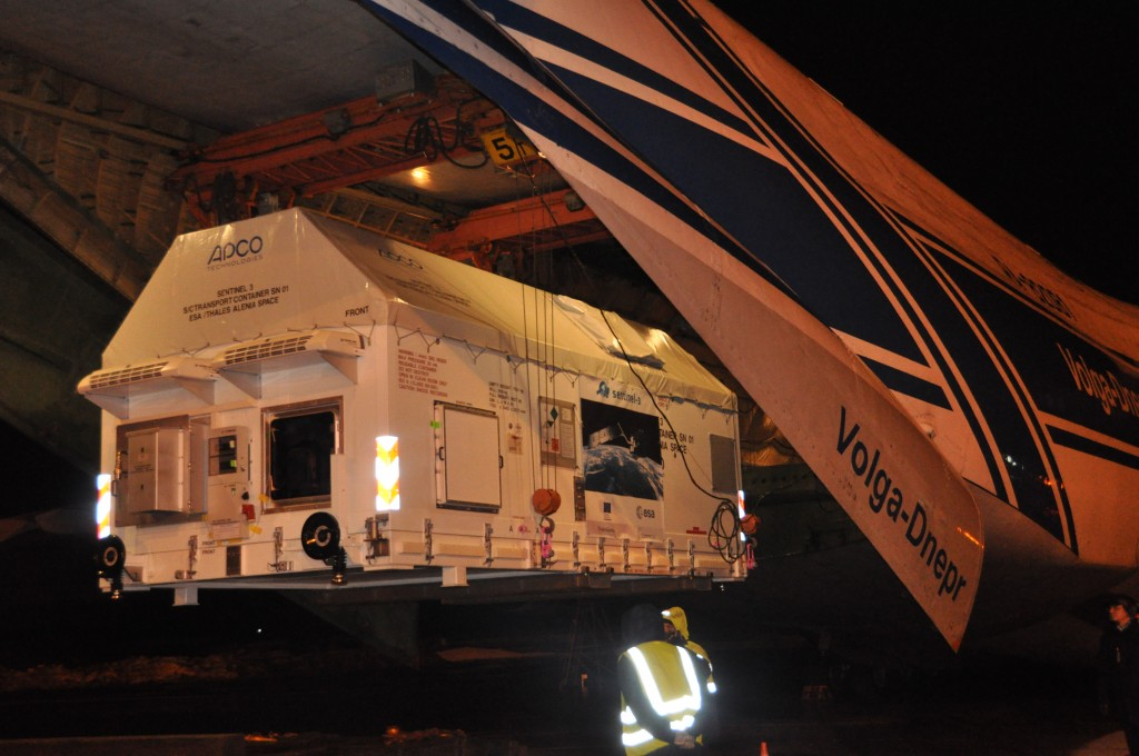 Sentinel-3A arrived in Archangel, Russia, on 28 November 2015. The delicate process to unload the satellite from the Antonov aircraft took more than three hours. Credits: ESA