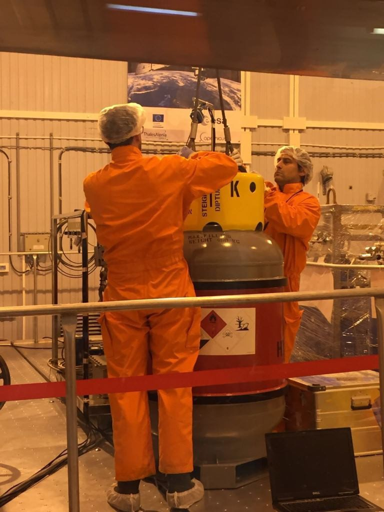 Moving the hydrazine tanks (ESA)