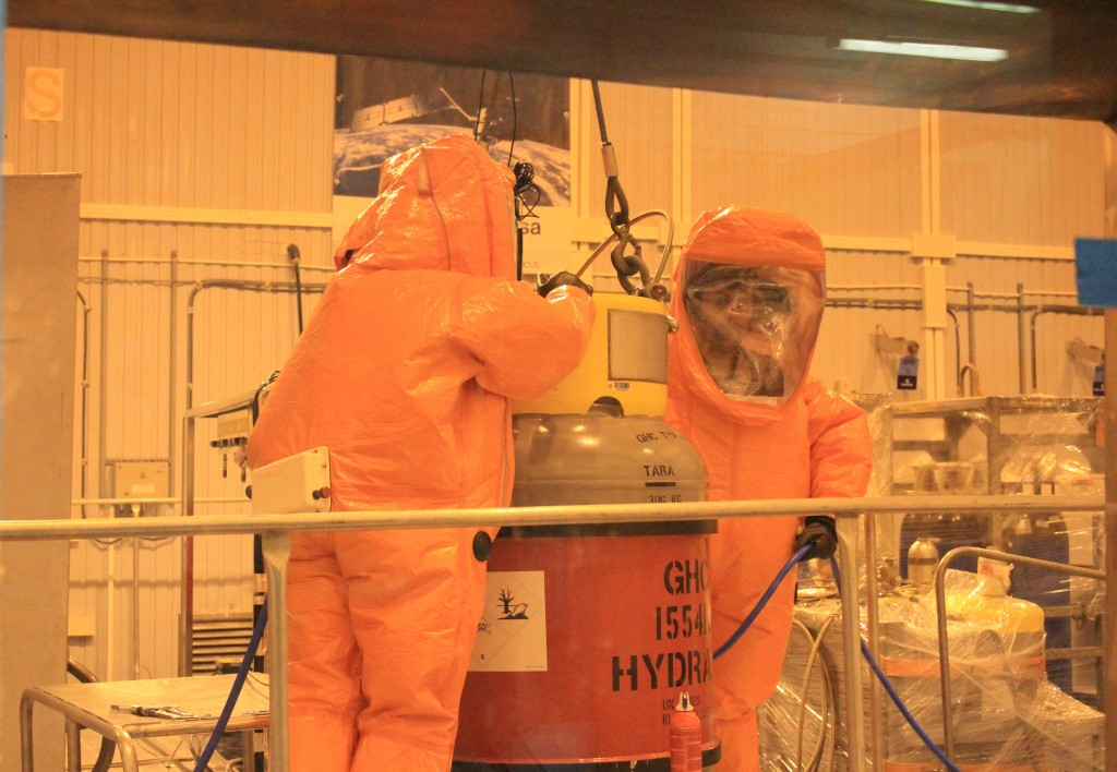 Suited for fuelling. (ESA)