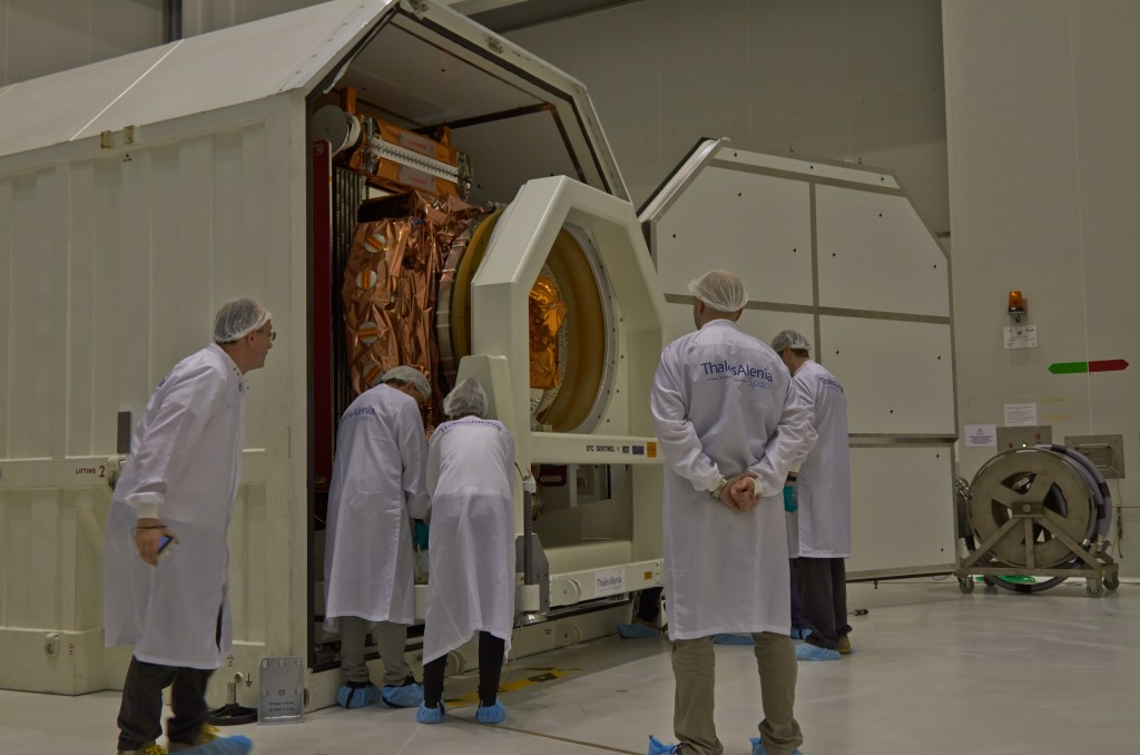 Removing Sentinel-1B from container. (ESA)