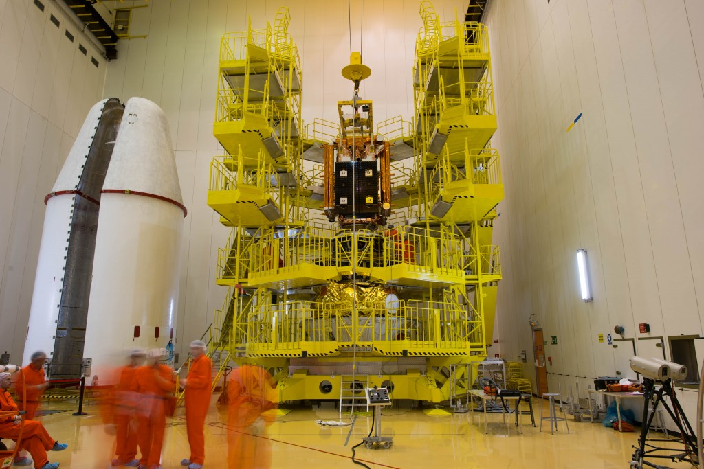 Working in the 'KMTO' scaffolding . (ESA–Manuel Pedoussaut, 2016)