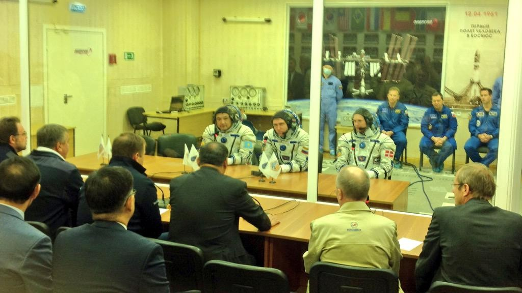 Talking to officials before launch. Credits: ESA