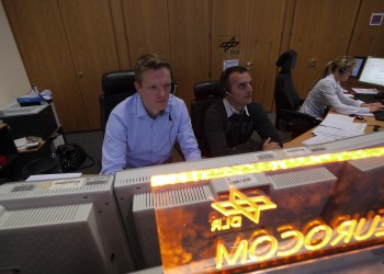 Eurocom on console. To the left Olivier with Andreas to the right. Credits: ESA–J. Harrod CC BY SA IGO 3.0