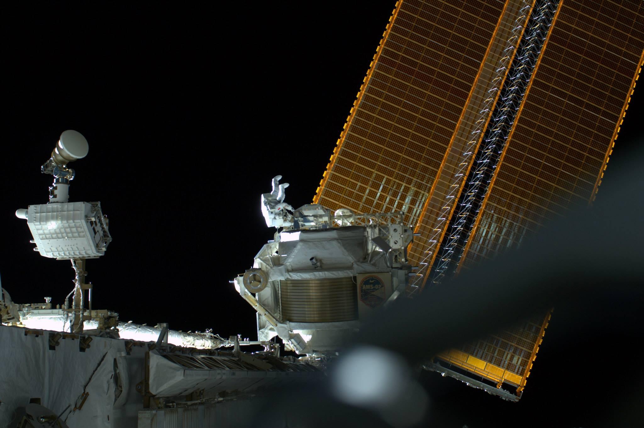 Récupération de MISSE8 (Crédits : ESA/NASA)