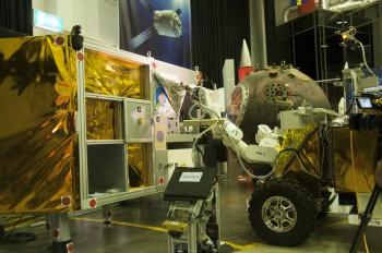 Eurobot during experiment revealing a surprise. Credits: ESA