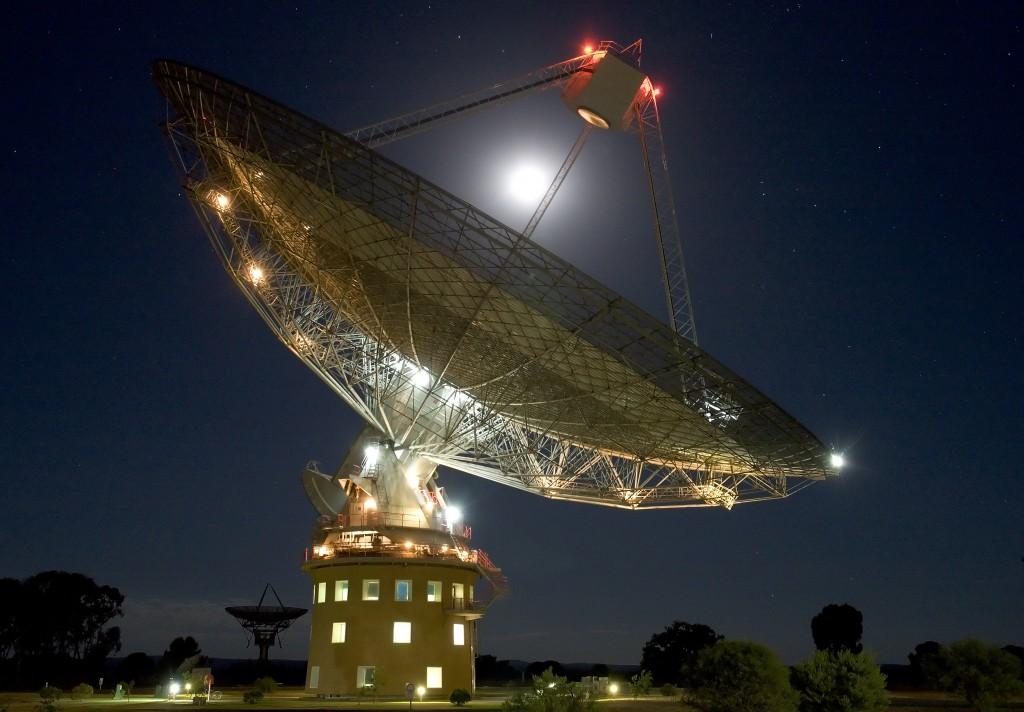 CSIRO's Parkes radio telescope. Credit & © Shaun Amy