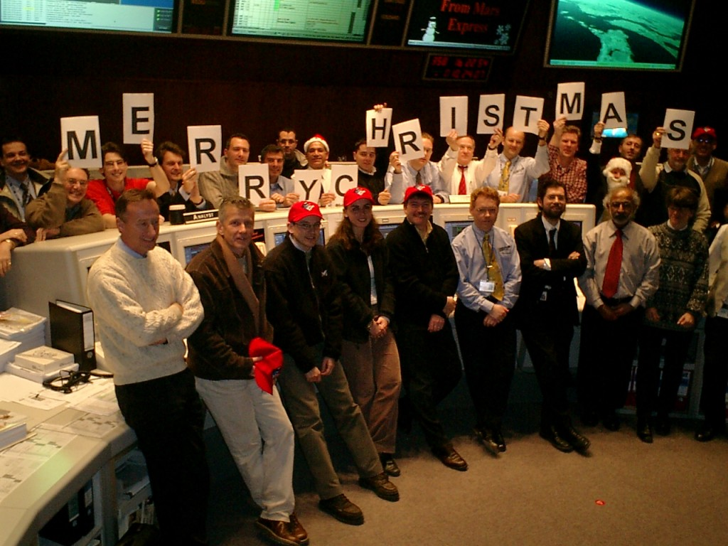 Team in ESOC Main Control Room 24 Dec 2003 (pana, left) Credit: ESA/M. Denis
