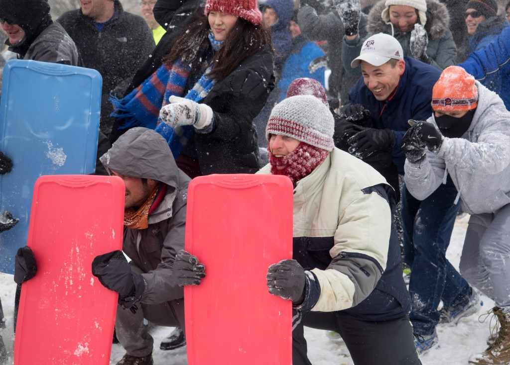 Snowball fight on the National Mall, Washington, DC. Credit: CC by-nc-sa/2.0/Joe Newman https://www.cosmicsmudge.com