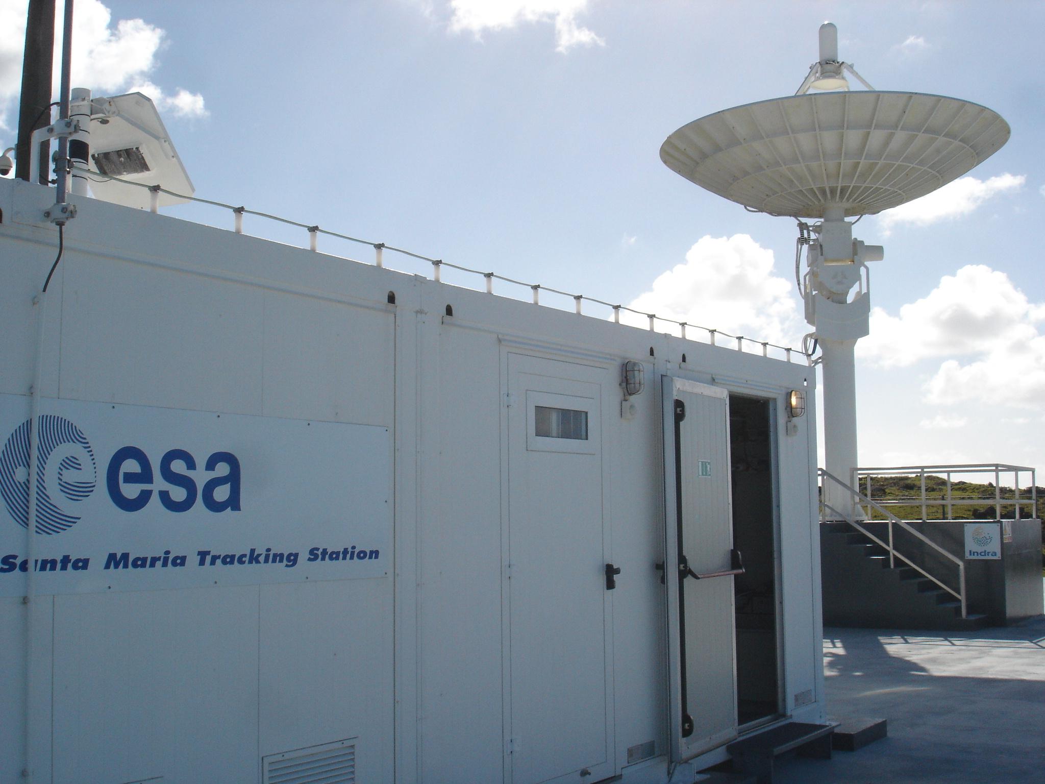 Antena de rastreio da ESA em Santa Maria. Fonte: http://goo.gl/NUPHeC